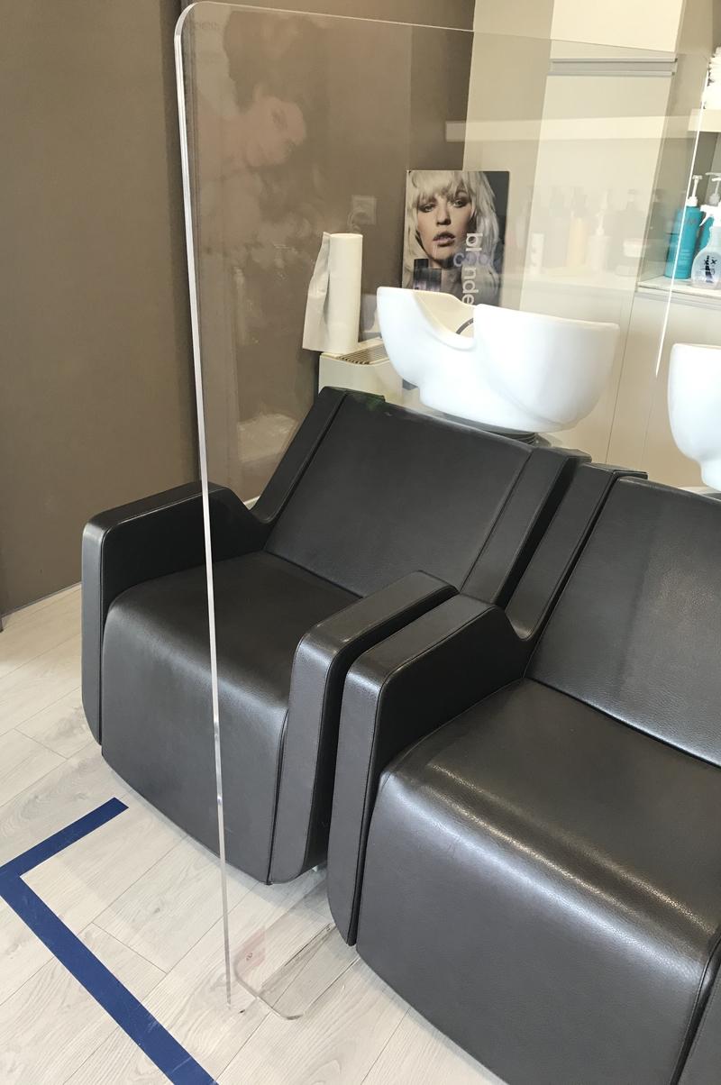 barriere protettive plexi parrucchieri - pareti divisorie centri estetici e parrucchieri in plexi - vendita protezioni covid19